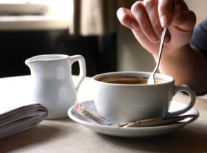 живой разговор за чашкой кофе